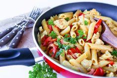 Fajita-kanapasta - Ruoka & Koti Fajitas, Pasta Salad, Feta, Baking, Ethnic Recipes, Red Peppers, Crab Pasta Salad, Bakken, Backen