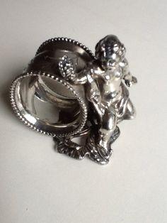 Verzilverde servetring. V.d Bergh s.p. Co Rochester N.Y napkin ring. Bought at fleamarket for €7.50 (date +_1900)