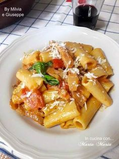 mana, gustosa, e semplicissim preparare; non potrai non amarla. Rigatoni, Italian Pasta, Italian Grill, Pasta Recipes, Cooking Recipes, Healthy Recipes, Pasta Alla Carbonara, Weird Food, How To Cook Pasta