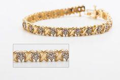 $679.99      Bracelet 14k, 12.4 grammes sertie de diamant. Maille qui s'entrecroise avec maille d'éclat de diamant qui environ 1pts chaque diamant (mesuré). Un total de 154 diamants de taille rond & brillant.