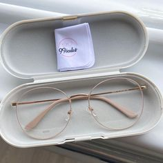 eye glasses face shapes 344455071504132001 - Image in Glasses 👓 collection by Zoé on We Heart It Source by phoebeathanasakou Glasses Frames Trendy, Cool Glasses, Glasses Outfit, Fashion Eye Glasses, Circle Glasses, Glasses Trends, Lunette Style, Eyewear Trends, Accesorios Casual