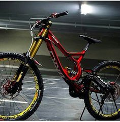 There are many different kinds and styles of mtb that you have to pick from, one of the most popular being the folding mountain bike. The folding mtb is extremely popular for a number of different … Bmx Bikes, Sport Bikes, Cool Bikes, Downhill Bike, Mtb Bike, Downhill Mountain Bike, Road Bike, Freeride Mtb, Cycling Girls
