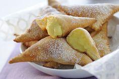 triangoli con la crema pasticcera ricette per la festa della donna