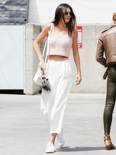 Hacks to Steal From the Best Model Off-Duty Moments Kendall Jenner chose to wear a pair of crisp culottes with her pink crop top while out in LA.Kendall Jenner chose to wear a pair of crisp culottes with her pink crop top while out in LA. Kendall Jenner Outfits, Kylie Jenner, Kendal Jenner Street Style, Kendall Jenner Adidas, Mode Outfits, Casual Outfits, Style Casual, Summer Outfits, Casual Clothes