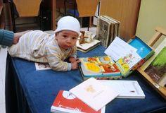 Bibliotecas de Llanera (Asturias).Actividad Un libro bajo el brazo