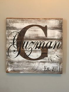 Personalized last name pallet sign. Rustic sign white washed to perfection. All signs are made from reclaimed wood to create a rustic elegance. This will be a statement piece for your home. Would make(Diy Pallet Signs) Diy Pallet Gift Ideas, Pallet Crafts, Pallet Art, Diy Pallet Projects, Wood Projects, Diy Ideas, Wood Crafts, Decor Ideas, Diy Crafts