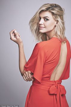 Leonardo Di Caprio's girlfriend Kelly Rohrbach stuns in Free People campaign Hottest Female Celebrities, Hottest Models, Celebs, Most Beautiful Indian Actress, Beautiful Actresses, Blake Lively Cannes, Kelly Rohrbach, Black Prom Dresses, Formal Dresses