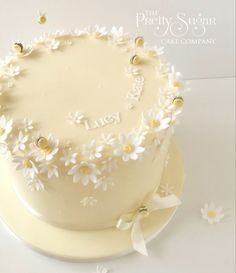Daisy and bees birthday cake Wedding Cake Designs, Wedding Cakes, Bee Birthday Cake, Luxury Cake, Sugar Cake, Dream Cake, Home Wedding, Creative Cakes, Celebration Cakes