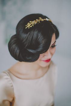 Vintage Hairstyles For Prom Vintage wedding hair with a pop of color on the lips. My Hairstyle, Pretty Hairstyles, Hairstyle Ideas, Elegant Hairstyles, Bun Hairstyles, Makeup Hairstyle, Hairstyle Photos, Formal Hairstyles, Wedding Hair And Makeup
