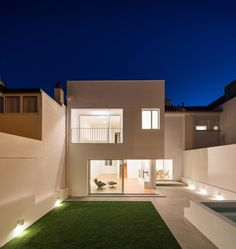 Magnificent House in Lisbon with White Interiors and Luminous Spaces