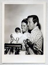 ANDY WILLIAMS, CLAUDINE LONGET & NEWBORN SON ROBERT Vintage Orig 5x7 GLOBE PHOTO