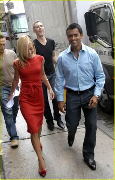 I love Kelly's style on Regis - especially her shoes! - and thought she deserved her own thread. Victoria Secret Outfits, Cute Fashion, Star Fashion, Fashion Outfits, Fasion, Kelly Ripa Hair, Stylish Outfits, Cute Outfits, Preppy Style