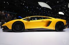 Up close with Lamborghini's even faster Aventador Superveloce | The Verge