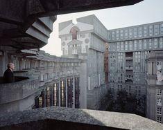 A Utopian Dream Stood Still: Ricardo Bofill's Postmodern Parisian Housing Estate of Noisy-le-Grand,Joseph, 88 ans, Les Espaces d'Abraxas, Noisy-le-Grand, 2014. Image © Laurent Kronental