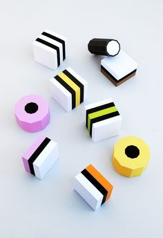Paper Liquorice Allsorts // MiniEco {free templates} So perfectly pretty! Diy Paper, Paper Art, Paper Crafts, Mason Jar Crafts, Mason Jar Diy, 3d Templates, Handmade Crafts, Diy Crafts, Foam Crafts