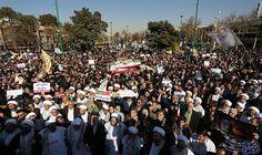 الرئيس حسن روحاني يقر بأن الدافع الرئيسي وراء الاحتجاجات هو الاقتصاد: تٌرجمت الاحتجاجات في إيران طيلة الأسبوع الماضي بطريقة دراماتيكية إلى…