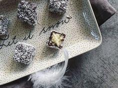 Kokosové vánoční cukroví: kostky lamington | karolina four Food, Essen, Meals, Yemek, Eten