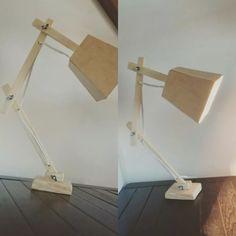 luminária vintage articulada de mesa (em madeira).