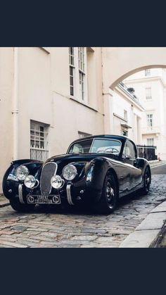 Jaguar – One Stop Classic Car News & Tips Best Classic Cars, Classic Sports Cars, Classic Chevy Trucks, Vintage Trucks, Sexy Cars, Bugatti, Sport Cars, Exotic Cars, Motor Car