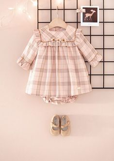 Cute Baby Dresses, Cute Baby Clothes, Little Girl Dresses, Baby Girl Dress Patterns, Baby Clothes Patterns, Baby Outfits, Kids Outfits, Kids Dress Wear, Dress Girl