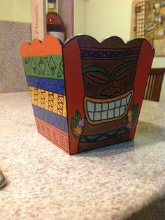 Primera vez con el pincel!!   Caja de MDF pintada a mano, con diseños celtas y un tiki.  Este fue un borrador para hacer un marco de fotos.