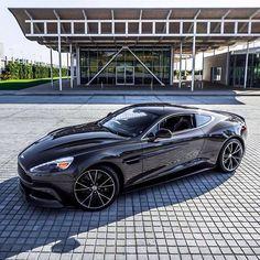 Aston Martin is known around the world as one of the premier luxury car makers. The Aston Martin Vulcan is a track-only supercar Aston Martin Vanquish, Carros Aston Martin, Aston Martin Cars, Maserati, Bugatti, Ferrari, My Dream Car, Dream Cars, Supercars