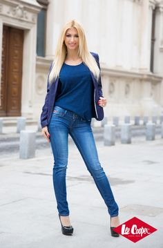 Andreea Balan - Blue is back Romanian Women, Dating Girls, Local Girls, Free Dating Sites, Jeans Style, Skinny Jeans, Bullshit, Chic, Sexy