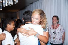 Pin for Later: 20 Celebrity Moments From 2014 That Totally Made You Smile When Beyoncé Was So, So Adorable With Her Fans