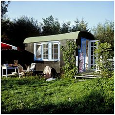 Als we ooit een caravan willen... Super idyllisch!  caravan vintage retro trailer diy