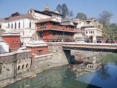 Le site sacré de Pashupatinath (Katmandou) la est souvent la fin de vie  une très grande émotion !