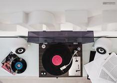 #Lautsprecher #Musikanlage #Stereoanlage #Plattenspieler #Vinyl #mosoundvienna #Porzellan #Kugel #Hifi #Audio #Design #weiß #Interior #Handmadewithlove #Kirchengasse #Vienna Kugel, Vinyl, Aluminium, Turntable, Audio, Home Appliances, Classic, Design, Record Player Table