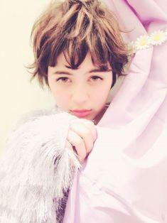 短くたって女っぽい! 初夏はアレンジしやすい「オトナショート」で行こう♡ - LOCARI(ロカリ) Ruffle Blouse, Face, Womens Fashion, The Face, Women's Fashion, Woman Fashion, Faces, Fashion Women, Facial