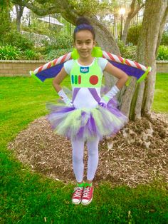 By far my biggest accomplishment, my little sister looked so cute! Buzz Lightyear Girl Costume, Disfraz Buzz Lightyear, Buzz Costume, Toy Story Halloween, Movie Halloween Costumes, Disney Costumes, Halloween Fun, Diy Girls Costumes, Toy Story Costumes