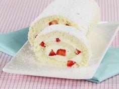 Biskuitroulade mit Erdbeeren herstellen ist ein Rezept mit frischen Zutaten aus der Kategorie Biskuitrolle. Probieren Sie dieses und weitere Rezepte von EAT SMARTER!