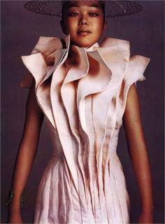 Sculptural Fashion with layered, three-dimensional construction. 3d Fashion, Fashion Details, Fashion Design, Structured Fashion, Pink Texture, Sculptural Fashion, Textiles, Fabric Manipulation, Punk