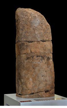 """Museo Numantino. """"Estatua-menhir de Alcubilla de las Peñas"""" (Soria). Hacia 3.500 a.C."""