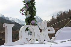 Trauung unter freiem Himmel, Frühlingshochzeit in Pastellfarben Fliederlila und Himmelblau, Riessersee Hotel Garmisch-Partenkirchen, Bayern, heiraten in den Bergen im April, wedding venue Bavaria, mountain spring wedding lilac blue