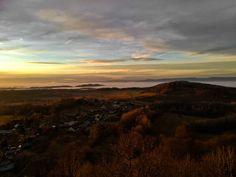 Zřícenina hradu Andělská hora: tajemná zřícenina u Karlových Varů Celestial, Mountains, Sunset, Nature, Travel, Outdoor, Outdoors, Naturaleza, Viajes