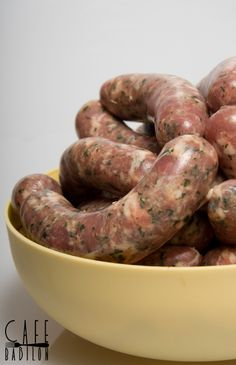 Biała kiełbasa z czosnkiem niedźwiedzim Salami Recipes, Homemade Sausage Recipes, Pork Recipes, Cooking Recipes, Kielbasa, A Food, Good Food, Food And Drink, Chorizo