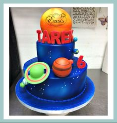 Out of this world #cake. - http://eddascakedesigns.com