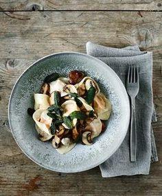 Wohlfühlrezept fürs Wochenende: Tortellini mit Pilzen und Kürbis / savory recipe: homemade tortellini with mushrooms and pumpkin filling via DaWanda.com