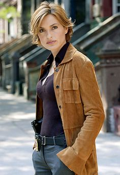 Law and Order: SVU STYLE PROFILE No one makes a holster and a PO badge sexier than Detective Olivia Benson (Mariska Hargitay).