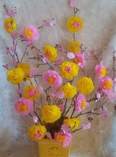 Pääsiäisoksa ilman höyheniä. Silkkipaperi kukka suodatinpaperiruusu