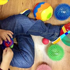 Play is our brain's favorite way of learning #logocare_ #play #playing #toys #activities #activitiesforkids #havingfun #learning #learnsomethingnew #therapytime #speechtherapy #logopedia #playingtime