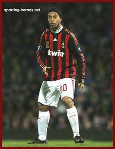 RONALDINHO Milan Ronaldo, Barcelona, Football Stickers, Ac Milan, Football Players, Memes, Retro Vintage, Club, Sports