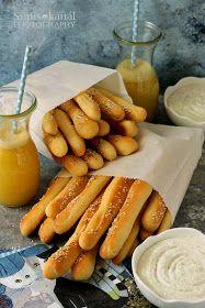 Sünis kanál: Kukoricás kenyérrudak juhtúrós mártogatóval Hot Dogs, Carrots, Bread, Baking, Vegetables, Ethnic Recipes, Food, Brot, Bakken