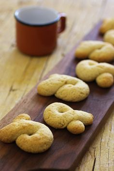 Five Orange Rooms: Almond Fidalguinhos Cookbook Recipes, Baking Recipes, Cookie Recipes, Portuguese Desserts, Portuguese Recipes, Portuguese Bread, Cupcakes, Cake Cookies, Cakes Plus