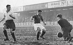 York City 1 Bradford PA 0 in Dec 1951 at Bootham Crescent. Park Avenue defend in the Division North game played on Christmas Day. Football Images, Vintage Football, Park Avenue, Bradford, Nostalgia, Soccer, Retro, Couple Photos, City