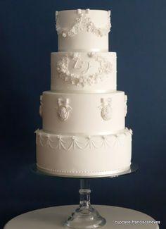 classic weddind cake