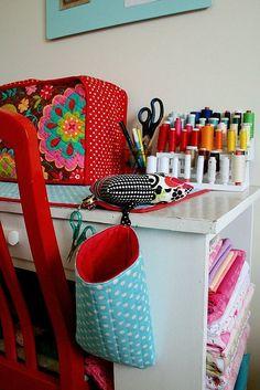 Astuces de rangement pour votre atelier couture : agencement, optimisation de l'espace, conseils... Découvrez comment ordonner votre pièce à couture !